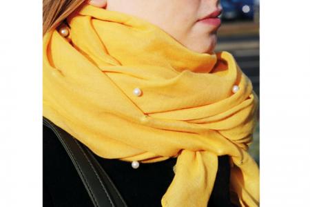 gele sjaal met parels
